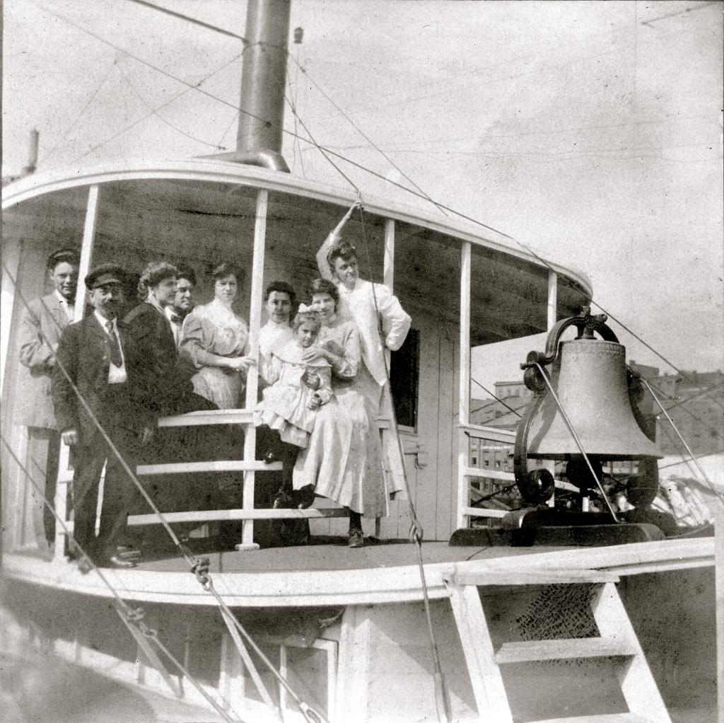Stacker Lee ladies beside bell 1907